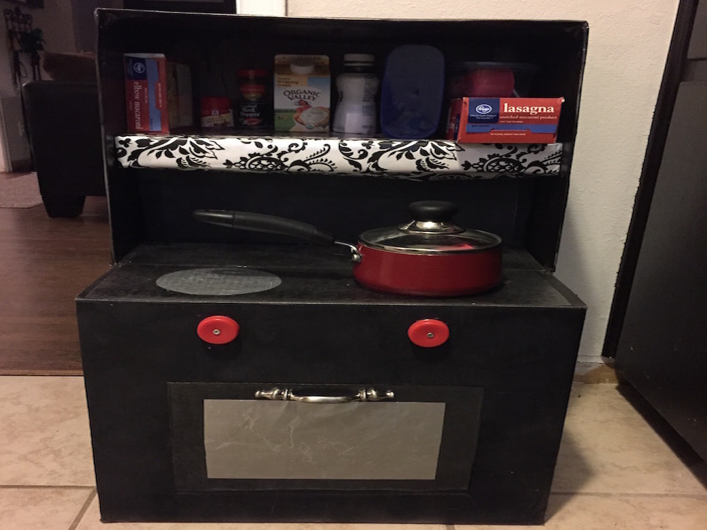 Box play kitchen complete 2